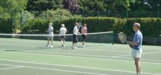Social doubles tennis game